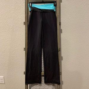 Lululemon 🍋 flare leg pants SZ 2 reg